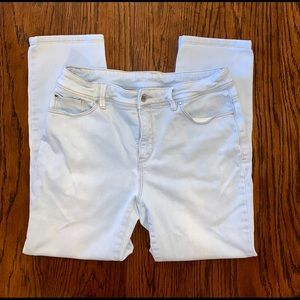 Chico's Perfect Stretch Cropped Jean - Size 0.5